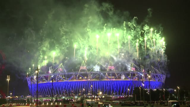 vídeos y material grabado en eventos de stock de the london 2012 paralympics began wednesday with a vibrant opening ceremony led by stephen hawking that paid tribute to human endeavour enlightenment... - 2012