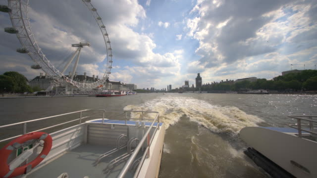 the london eye, or millennium wheel, london, uk - fluss themse stock-videos und b-roll-filmmaterial