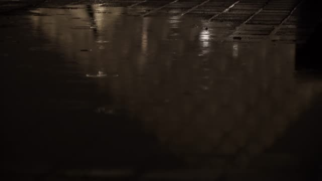 stockvideo's en b-roll-footage met the louvre pyramid reflects into a water puddle, at night under the rain, on march 15, 2019 in the 1st quarter of paris, france. - quarter