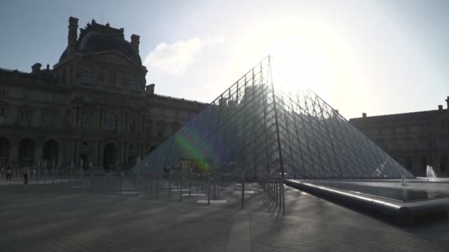 FRA: First visitors return to Louvre museum as it reopens after 16-week virus shutdown (2)