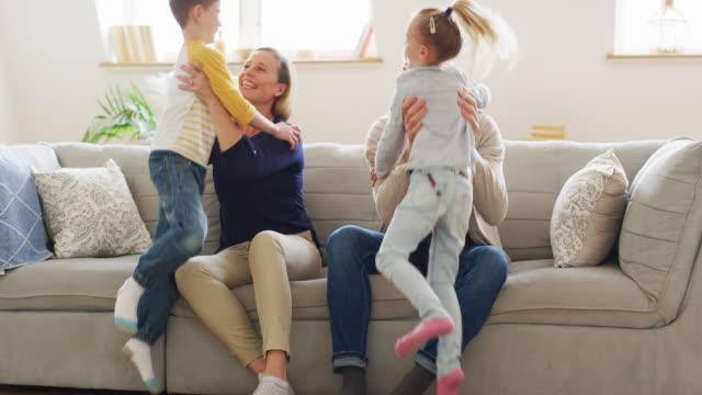 家族の愛 - 団らん点の映像素材/bロール