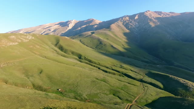 vidéos et rushes de the lush green mountainous planes of javaher dasht, iran. - david ewing