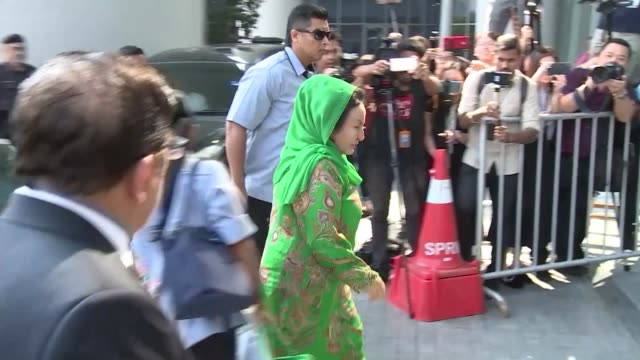 vídeos de stock, filmes e b-roll de the luxury loving wife of malaysia's former prime minister arrives at malaysia's anti corruption commission to face fresh questioning by... - ex