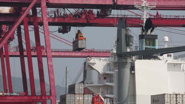the maersk wellington container ship, operated by ap moeller maersk a/s, sits berthed next to gantry cranes at the kwai tsing container terminals in... - loading stock videos & royalty-free footage