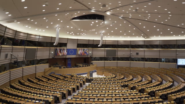 vídeos de stock, filmes e b-roll de the main assembly room at the european parliament, brussels, belgium. - parliament building