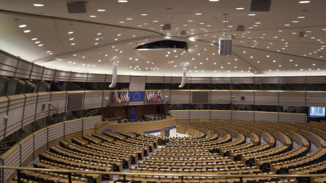 vídeos de stock, filmes e b-roll de the main assembly room at the european parliament, brussels, belgium. - legislação