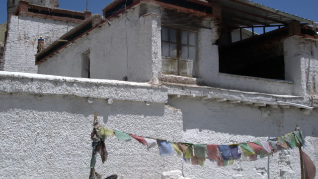 vidéos et rushes de the main building of the basgo monastery, situated on top of the hill, ladakh, india - monastère