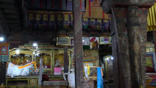 the main praying room decorated with murals and paintings inside thiksay monastery, ladakh, india - 美術工芸品点の映像素材/bロール