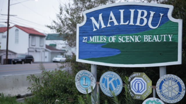 cu the malibu village welcome sign / california - malibu stock videos & royalty-free footage