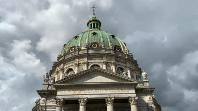 the marble church (also called frederik's church or marmorkirken), copenhagen - {{asset.href}} stock-videos und b-roll-filmmaterial