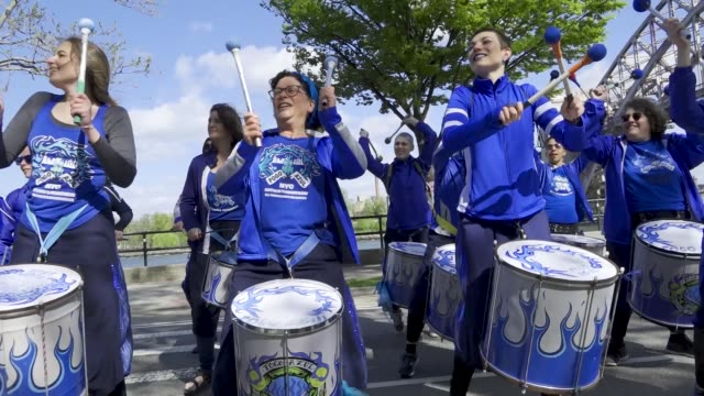 the marching band is fogo azul nyc. a 5k run held in astoria park queens in support of u.s. congresswoman alexandria ocasio-cortez's green new deal... - azul stock videos & royalty-free footage