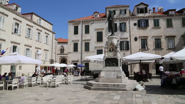 the market square (gundulic market) with the statue of ivan gundulic, dubrovnik - pavement cafe stock videos & royalty-free footage