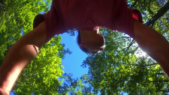 vidéos et rushes de l'homme mûr de 45 ans faire du vélo sur la route dans la forêt - 45 49 years