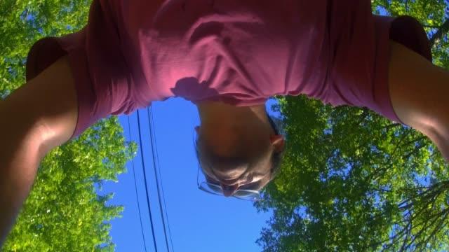 den mogen 45 år man cykla på vägen i skogen. tid-lapse-stil accelererad video - 45 49 år bildbanksvideor och videomaterial från bakom kulisserna
