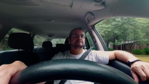 hur mogen snygg 45 år kaukasiska man kör bilen - 45 49 år bildbanksvideor och videomaterial från bakom kulisserna