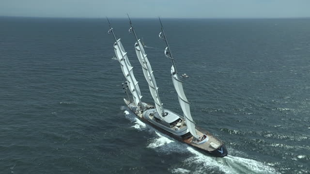 vídeos de stock, filmes e b-roll de the mega sailing yacht maltese falcon speeds up after the transatlantic race start in narragansett bay. - rhode island