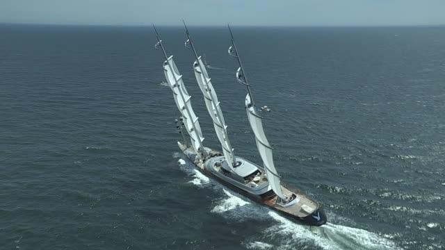 vidéos et rushes de the mega sailing yacht maltese falcon speeds up after the transatlantic race start in narragansett bay. - rhode island
