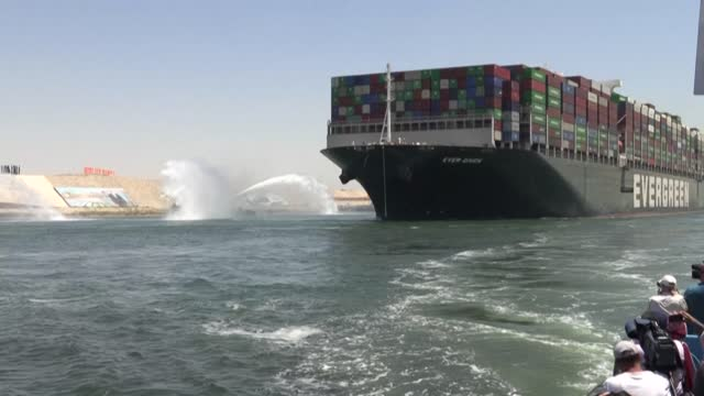 the megaship mv ever given which blocked the suez canal for six days in march heads out of the waterway as egypt and the vessel's japanese owners... - canale di suez video stock e b–roll