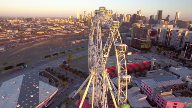 vídeos de stock e filmes b-roll de the melbourne star giant ferris wheel, docklands melbourne. - david ewing