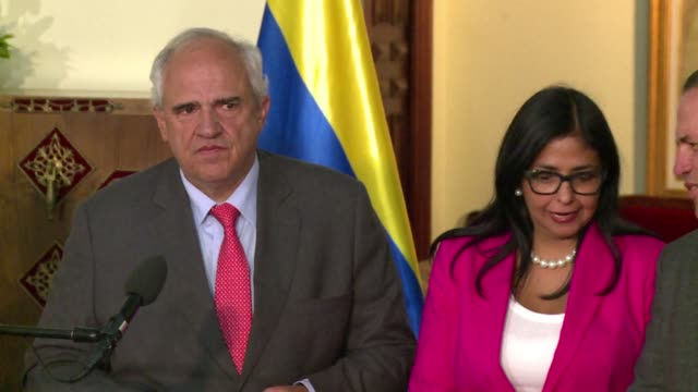 stockvideo's en b-roll-footage met the member states of the union of south american nations rejected friday any attempy to destabilise democracy in venezuela in reference to president... - staatsgreep