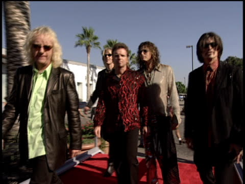 the members of aerosmith walking the red carpet steven tyler signing autographs - mtv1 stock-videos und b-roll-filmmaterial