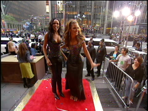 the members of destiny's child arrive to the 2000 video music awards at radio city music hall - beyoncé knowles stock videos & royalty-free footage