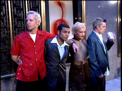 the members of no doubt arriving and posing for pictures on the 1997 mtv video music awards red carpet - mtv1 stock-videos und b-roll-filmmaterial