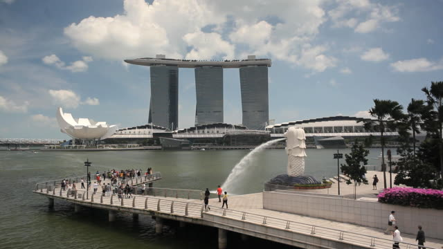 the merlion statue with the marina bay sands in the background, marina bay, singapore, south east asia - merlion fictional character stock videos and b-roll footage