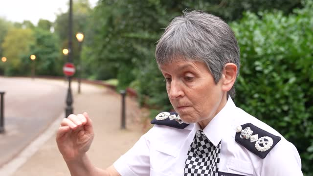 """the met police commissioner cressida dick says she is """"getting on with the job"""". speaking in london's battersea park, the met chief confirms... - battersea park stock videos & royalty-free footage"""