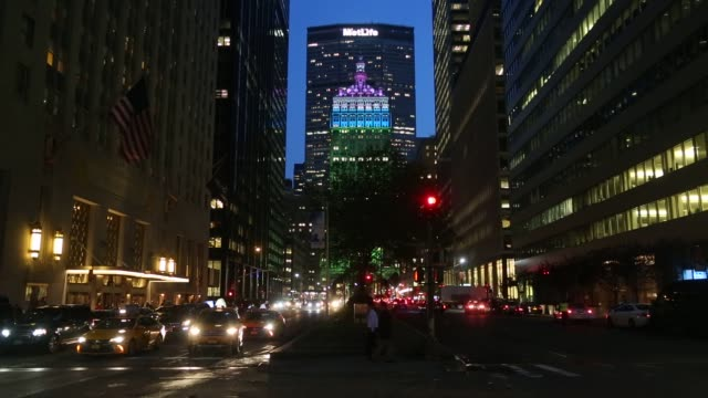 stockvideo's en b-roll-footage met the metlife inc headquarters building stands behind the helmsley building in new york, u.s, on monday, may 02, 2016 shots: wide pan right of city... - metlife building