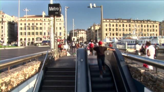 vidéos et rushes de timelapse de la hd : le métro de la foule - moyen de transport