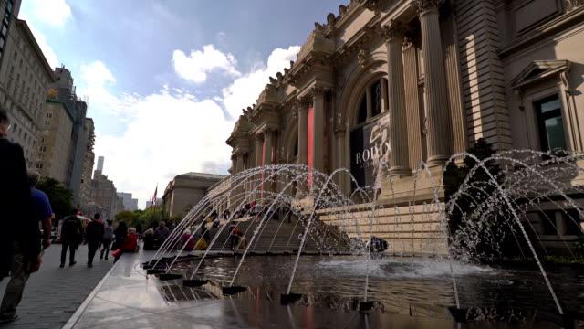 vídeos de stock, filmes e b-roll de the metropolitan museum of art - museu metropolitano de arte