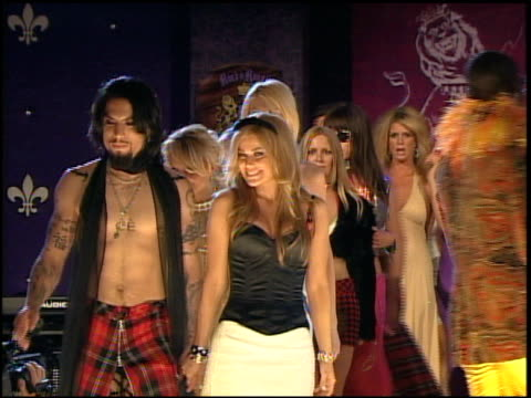 vídeos de stock, filmes e b-roll de the models and tommy hillfiger conclude the fashion show at the 12th annual race to erase themed rock and royalty to erase on april 22, 2005. - tommy hilfiger grife de moda