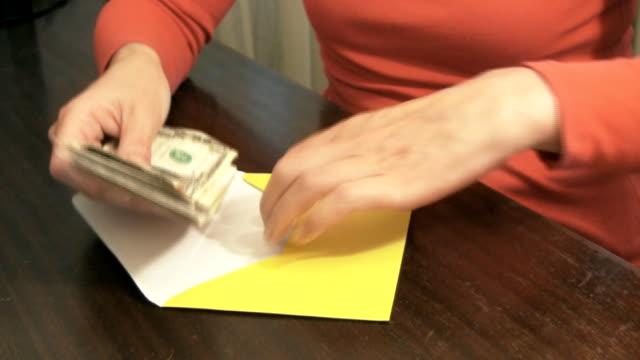 vídeos y material grabado en eventos de stock de el dinero - sobre