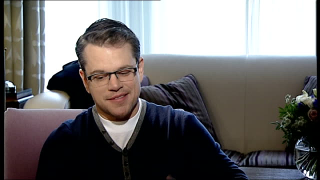 'the monuments men' film release: matt damon interview; damon interview sot - the story is these grey-haired guys getting into the war / it's fun to... - マット・デイモン点の映像素材/bロール