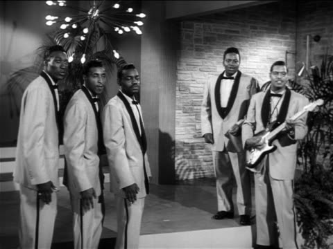 "b/w 1956 the moonglows performing ""over + over again"" on small stage / feature - エレキギター点の映像素材/bロール"