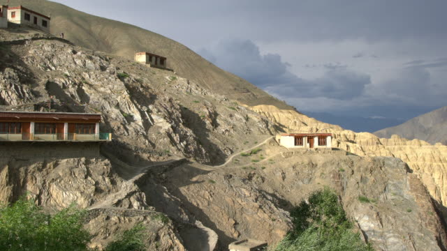 vidéos et rushes de the moonscapes surrounding lamayuru monastery, ladakh, india - monastère