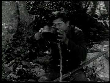 vidéos et rushes de the moonshiner - 14 of 14 - péquenaud