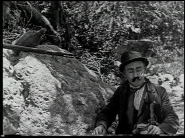vidéos et rushes de the moonshiner - 4 of 14 - péquenaud