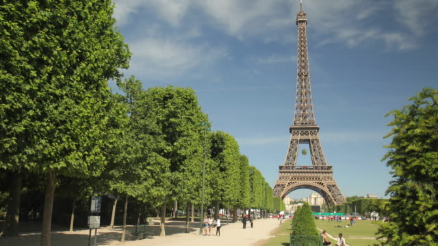 The most famous landmark of the world: The Tour Eiffel