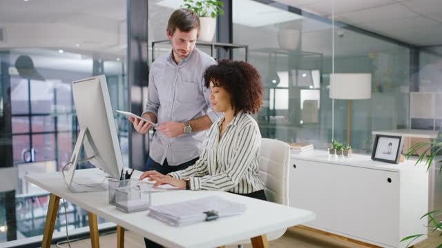 stockvideo's en b-roll-footage met de meest productieve koppeling in de business - tablet pc