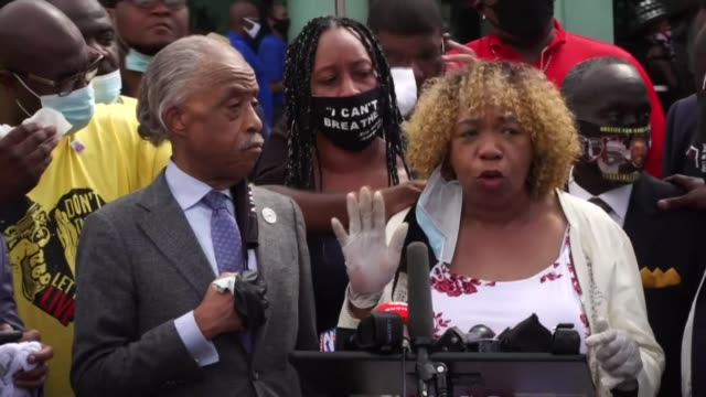 the mother of eric garner and father of michael brown give a press conference with george floyd's family lawyer benjamin crump and reverend al... - memorial stock videos & royalty-free footage