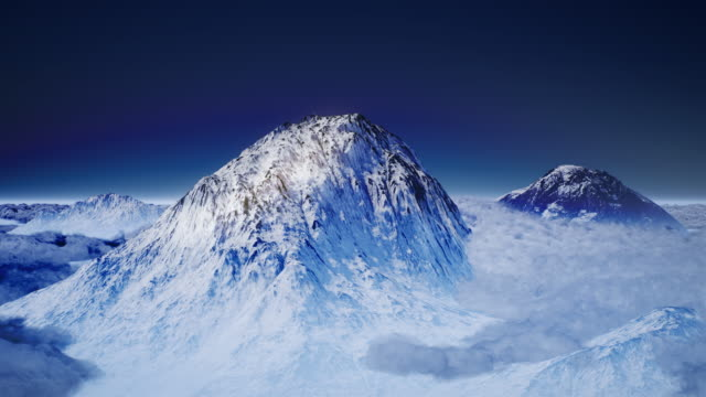 vidéos et rushes de le sommet de montagne entouré de nuages - crête montagne