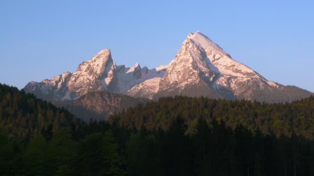 the mountain watzmann, sunrise. watzmann, berchtesgadener land, upper bavaria, bavarian alps, bavaria, germany. - bavarian alps stock videos & royalty-free footage