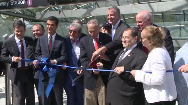 vídeos de stock, filmes e b-roll de the mta opened the new 34th streethudson yards 7 train station that extends subway service to the west side of midtown manhattan on september 12 2015... - cortando fita