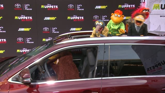 the muppets at disney's muppets most wanted los angeles premiere at the el capitan theatre on march 11 2014 in hollywood california - el capitan theatre stock videos & royalty-free footage