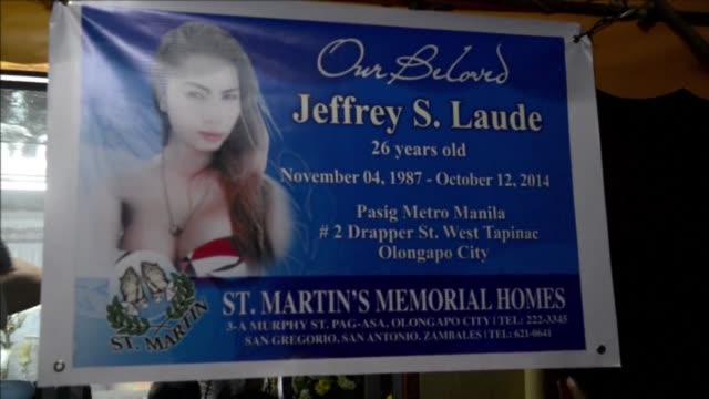vídeos y material grabado en eventos de stock de the murder of a transgender sex worker sparks shock and anger in the northern port city of olongapo as the victims relatives demand that the accused... - anclado