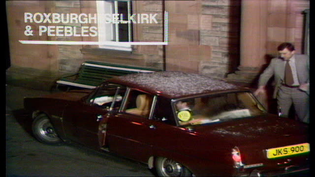 the nation decides general election special itn roxburgh selkirk peebles roxburgh steel arrival at count - elezioni generali video stock e b–roll