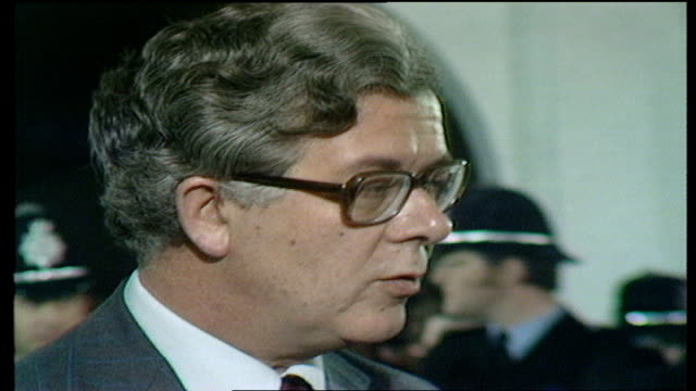the nation decides general election special surrey east interview sir geoffrey howe on his result and on how much tax cuts have contributed to tory... - elezioni generali video stock e b–roll
