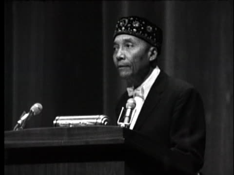 stockvideo's en b-roll-footage met the nation of islam's leader, elijah muhammad, commends his disciple malcolm x. - apostel